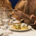 【画像】 素っ裸で食事するヌーディストレストラン、財政難で閉店 客の40%が女性